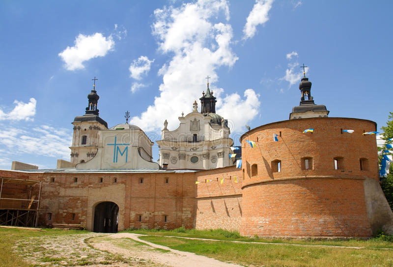 Monastère - forteresse des Carmélites, Berdychiv photographie stock