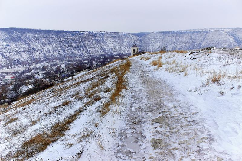 Monastère isolé en hiver photos stock