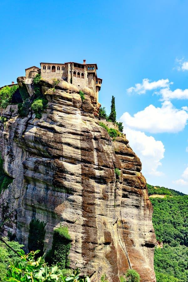 Monastère saint de Varlaam - un de monastères orthodoxes orientaux situés dans la formation de roche Meteora photographie stock