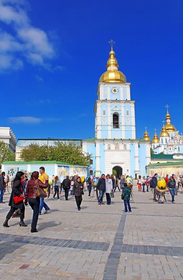 Monastério abobadado dourado do ` s de St Michael Compreende a catedral própria em Kyiv, a capital de Ucrânia Lugar religioso fam fotos de stock royalty free