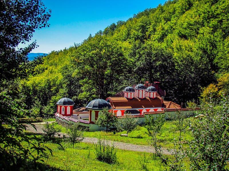 Monastério alto nas montanhas St Peter e St Pavel, Odranica, Bulgária foto de stock