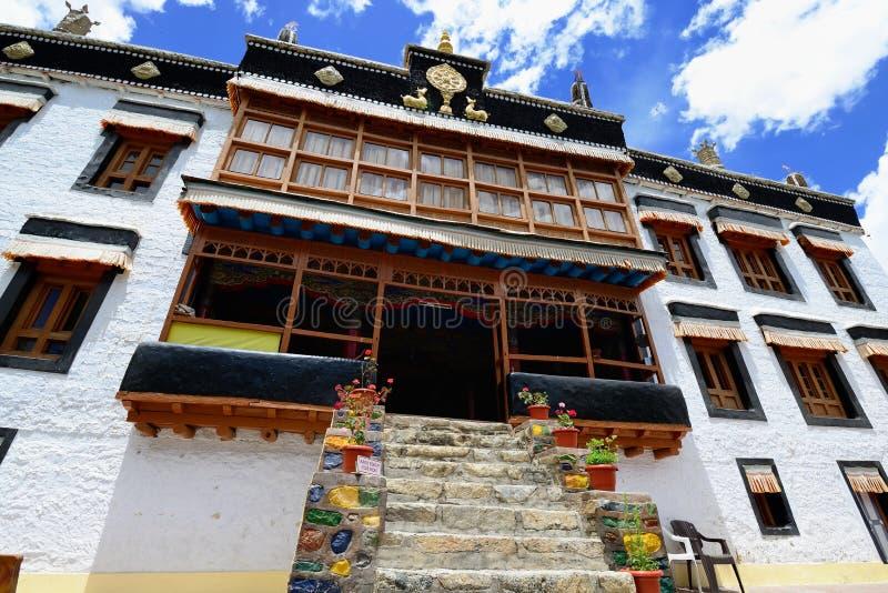 Monastério budista de Sankar Gompa na cidade de Leh em Ladakh imagem de stock