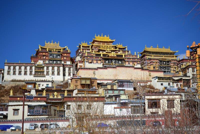 Monastério budista tibetano de Songzanlin, La de Shangri, Xianggelila, província de Yunnan, China foto de stock