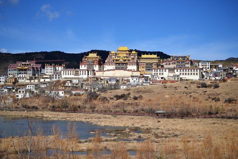 Monastério budista tibetano de Songzanlin, La de Shangri, Xianggelila, província de Yunnan, China imagens de stock royalty free