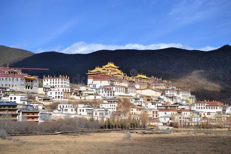 Monastério budista tibetano de Songzanlin, La de Shangri, Xianggelila, província de Yunnan, China imagens de stock