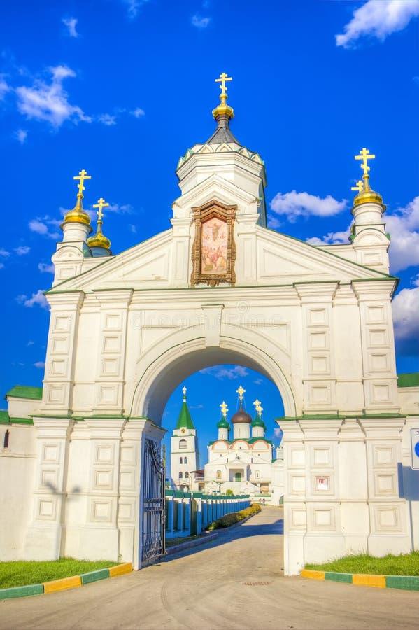Monastério da ascensão de Pechersky em Nizhny Novgorod imagens de stock