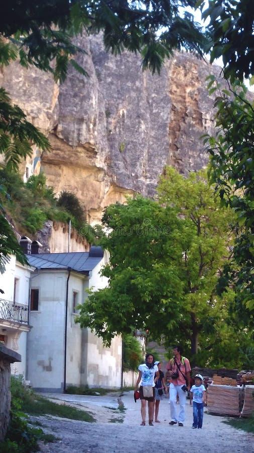 Monastério da caverna em Crimeia Olhe a parede da montanha!!!! imagens de stock royalty free