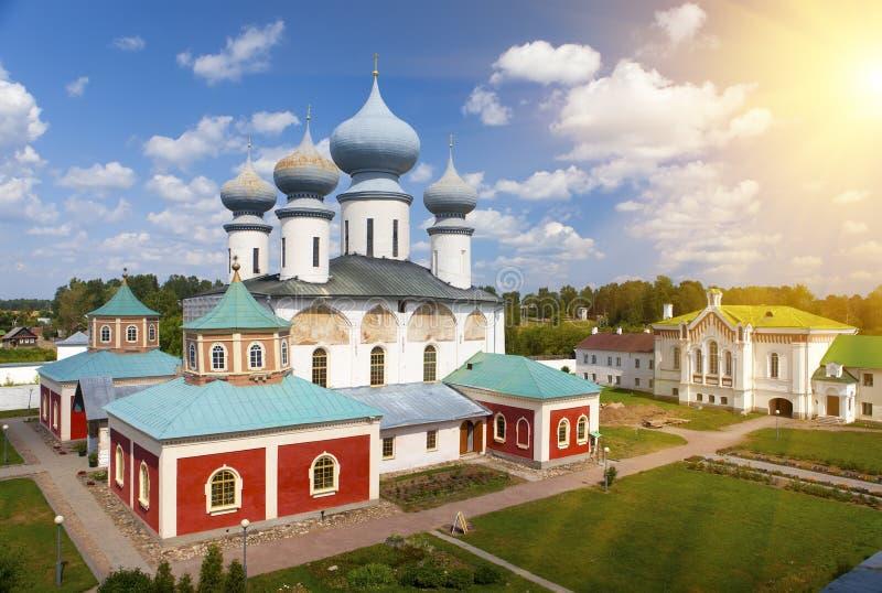 Monastério da suposição de Tikhvin, um russo ortodoxo, Tihvin, região de St Petersburg, Rússia fotografia de stock