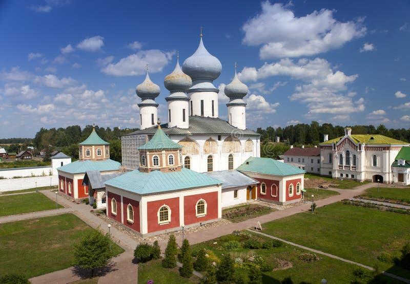 Monastério da suposição de Tikhvin, um russo ortodoxo, & x28; Tihvin, região de St Petersburg, Russia& x29; imagens de stock royalty free