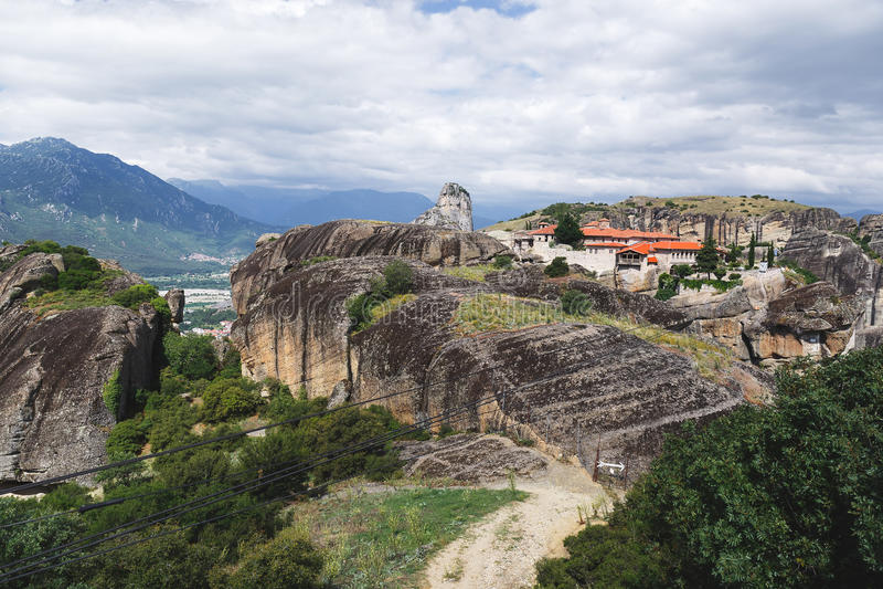 Monastério da trindade santamente em Meteora - Kalampaka, Trikala, Grécia imagem de stock