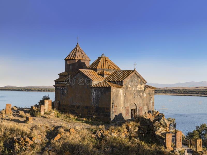 Monastério de Hayravank perto da vila de Hayravank, na costa ocidental do lago Sevan na província de Gegharkunik imagens de stock royalty free