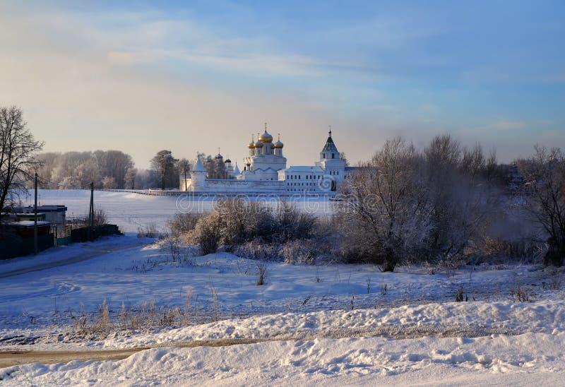 Monastério de Ipatievsky em Kostroma, Rússia, paisagem do inverno fotografia de stock royalty free
