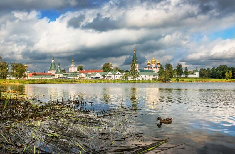 Monastério de Iversky no Valday imagem de stock royalty free