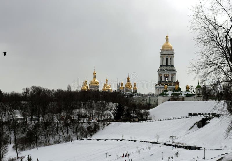 Monastério de Kiev-Pechersk Lavra no dia de inverno foto de stock royalty free