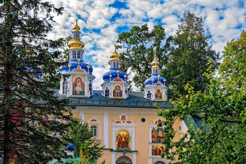 Monastério de Pskovo-Pechersky Dormition Região de Pskov, Rússia fotografia de stock royalty free