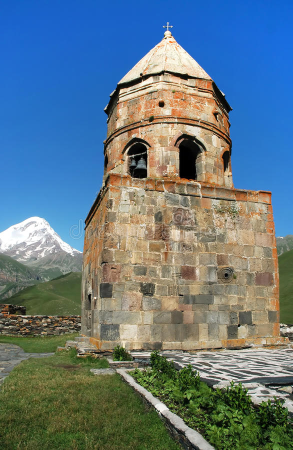 Monastério de Tsminda Sameba, Geórgia imagem de stock royalty free