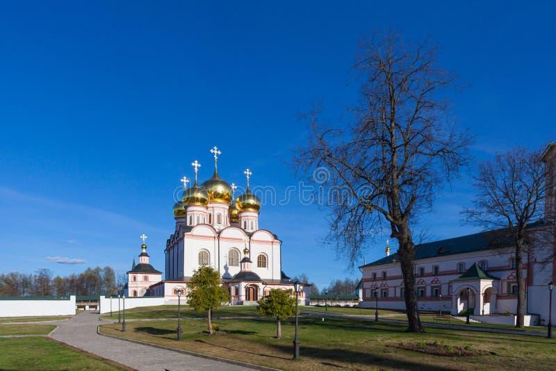 Monastério de Valday Iversky na mola foto de stock