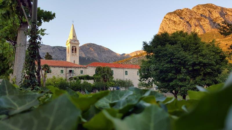 Monastério de Zaostrog na Croácia foto de stock royalty free