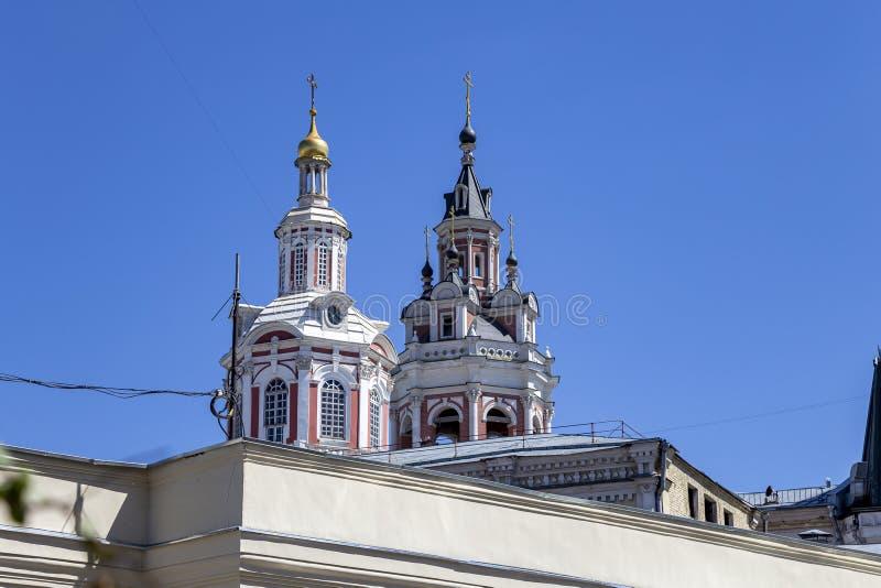 Monastério do monastério santamente de Mandylion ou de Zaikonospassky, um monastério ortodoxo na rua de Nikolskaya, Moscou imagem de stock