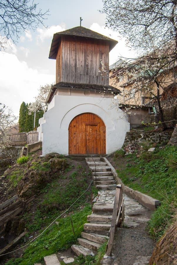 Monastério em Romênia - o monastério de Namaiesti imagem de stock royalty free