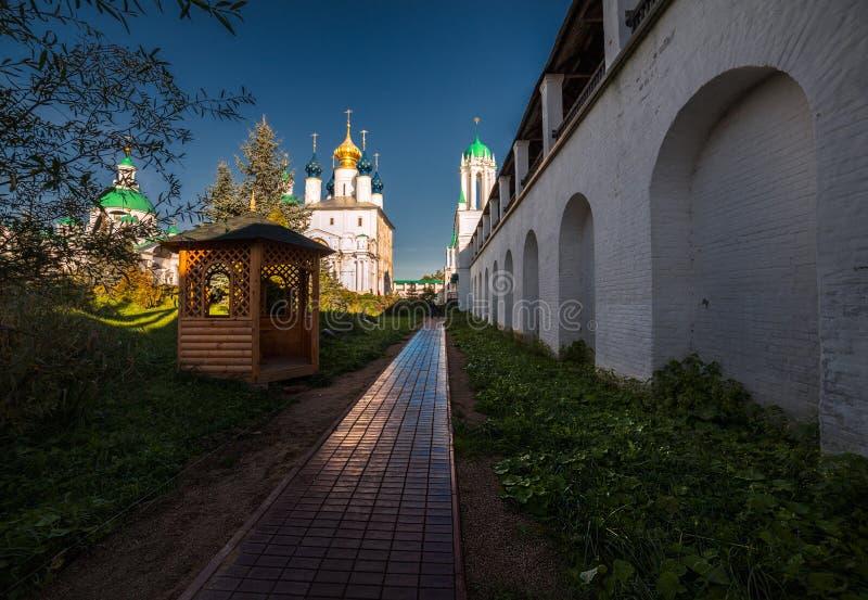 Monastério na cidade de Rostov o grande Rússia fotografia de stock