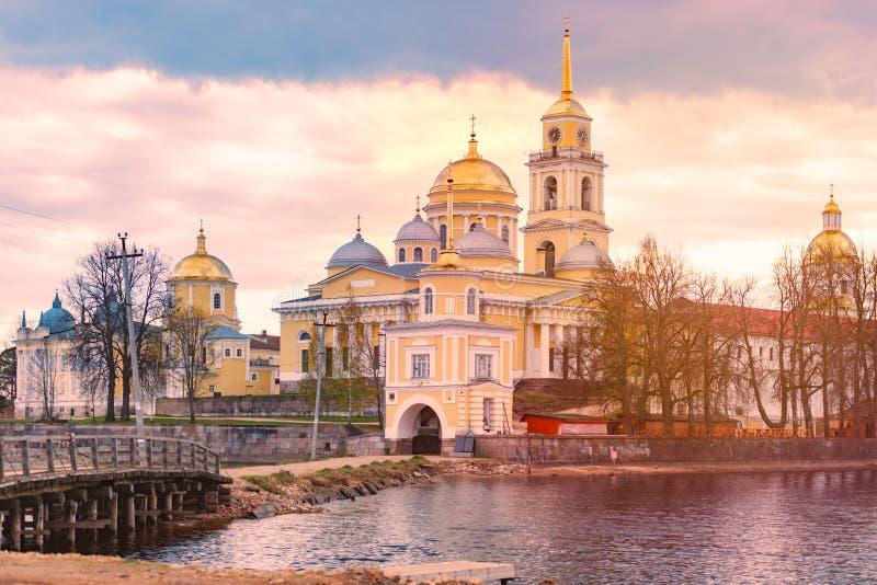 Monastério na ilha do lago Seliger, Rússia fotografia de stock royalty free