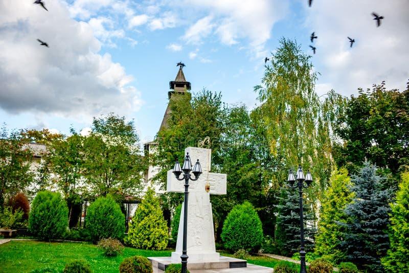 Monastério na região de Kaluzhskiy, Borovsk de Pafnutyevo-Borovsky, Rússia fotos de stock royalty free