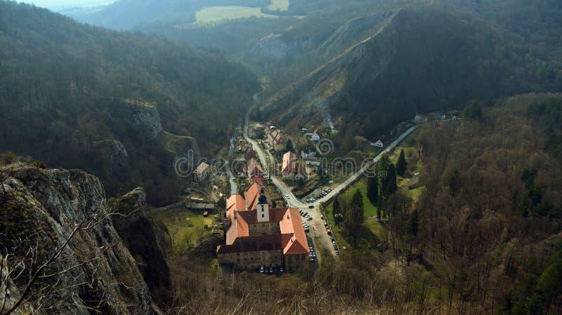 Monastério na vagem Skalou de Svaty janeiro da vila fotografia de stock