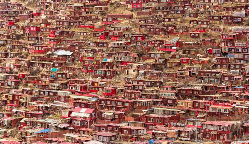 Monastério no peixe-agulha de Larung, Sichuan, China foto de stock royalty free