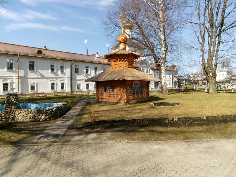Monastério ortodoxo na cidade de Yaroslavl imagem de stock