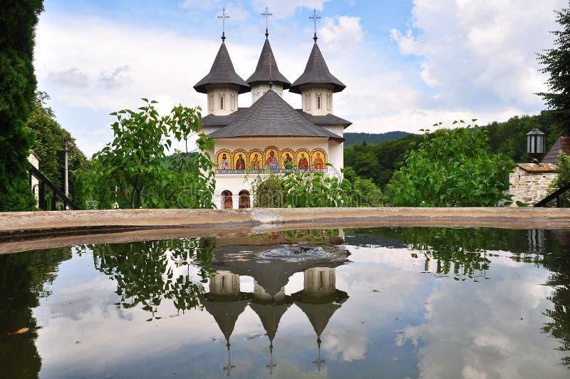 Monastério ortodoxo romeno fotografia de stock royalty free