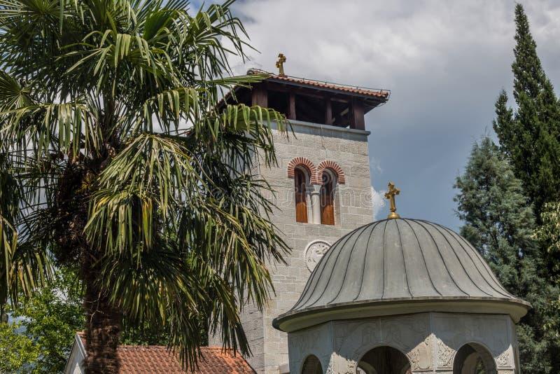 Monastério ortodoxo Zdrebaonik em Montenegro fotos de stock royalty free