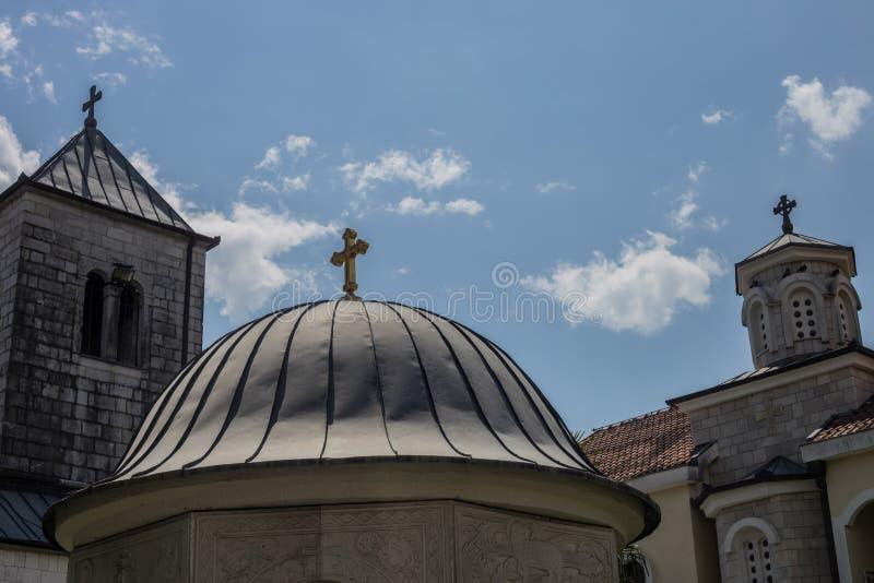 Monastério ortodoxo Zdrebaonik em Montenegro fotografia de stock