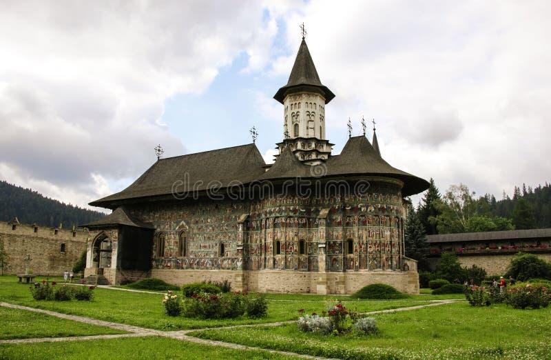 Monastério pintado ortodoxo da igreja de Sucevita, Moldávia, Bucovina, Romênia foto de stock royalty free