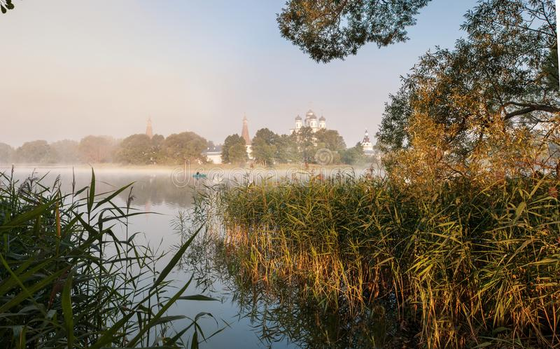 Monastérios, igrejas, ortodoxia, vila, lagos fotografia de stock