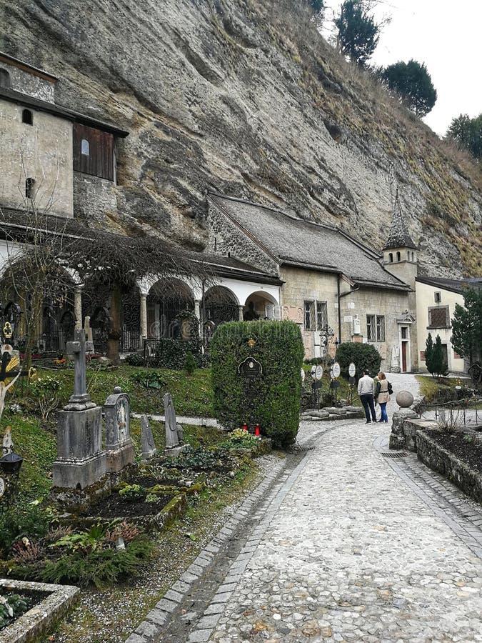 Monast?rio e cemit?rio de St Peters na cidade de Salzburg, ?ustria imagens de stock
