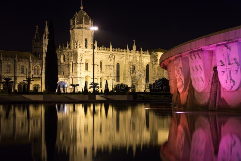 Monasteirodos Jeronimos bij nacht.  Lissabon. Portugal royalty-vrije stock afbeelding