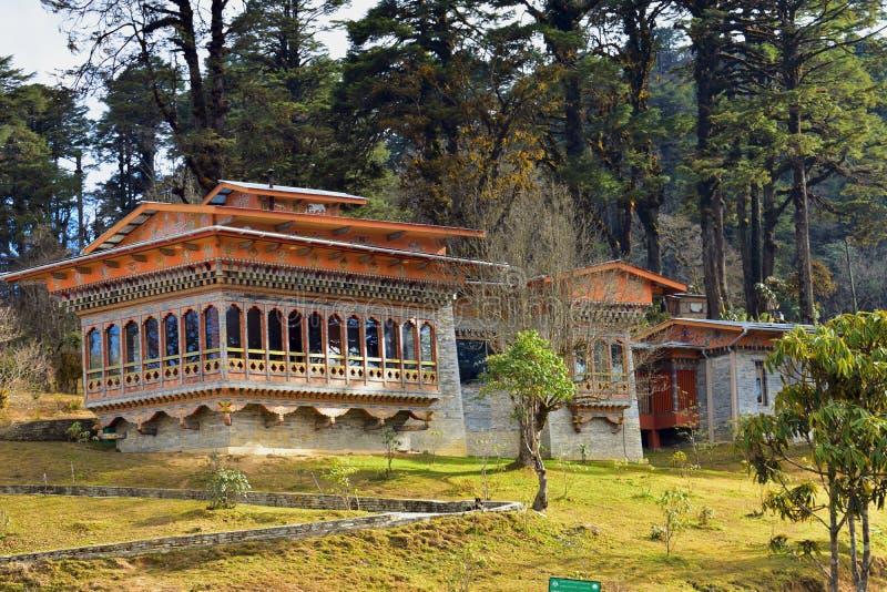 monaster blisko 108 pamiątkowych chortens lub stupas znać jako Druk Wangyal Chortens przy Dochula przechodzimy, Bhutan obraz royalty free