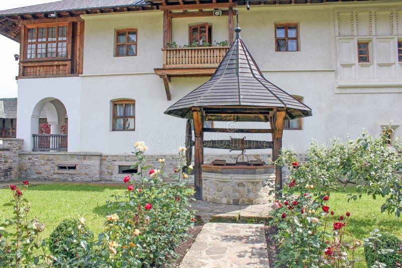 Monaster Putna. Szczegół od powierzchowność ogródu. zdjęcie royalty free