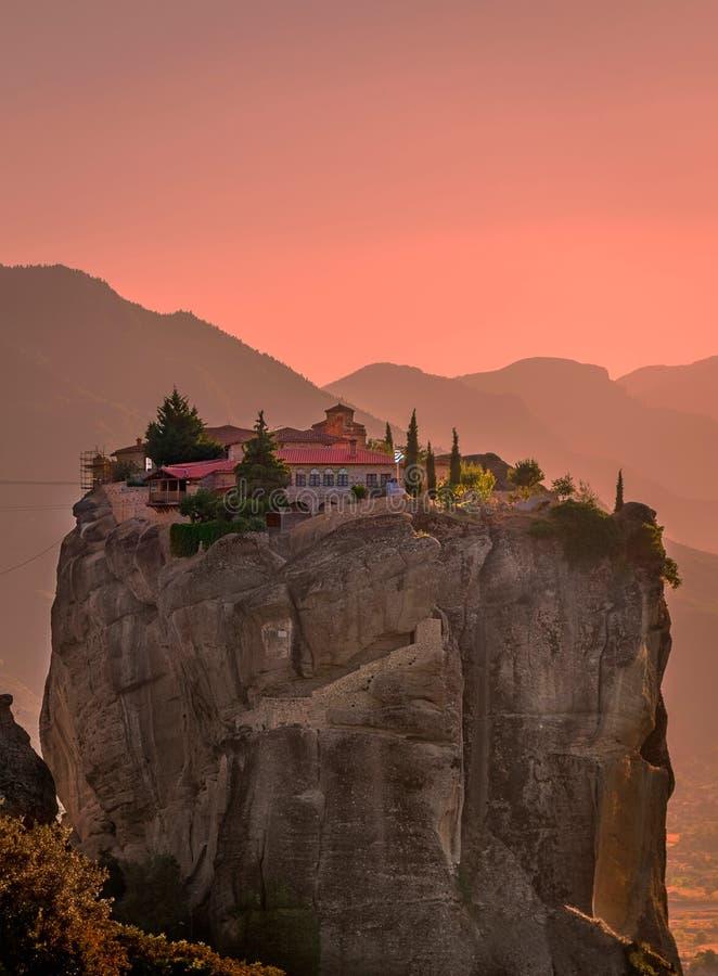 Monasteri di Meteora porpora fotografie stock libere da diritti