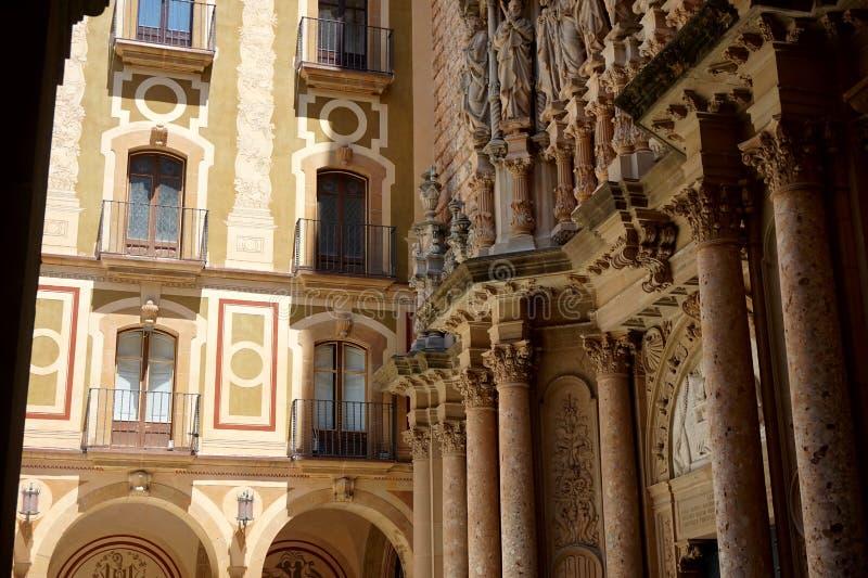 Monasterio antiguo del ` s de los hombres en el soporte Montserrat en las cercanías de Barcelona foto de archivo