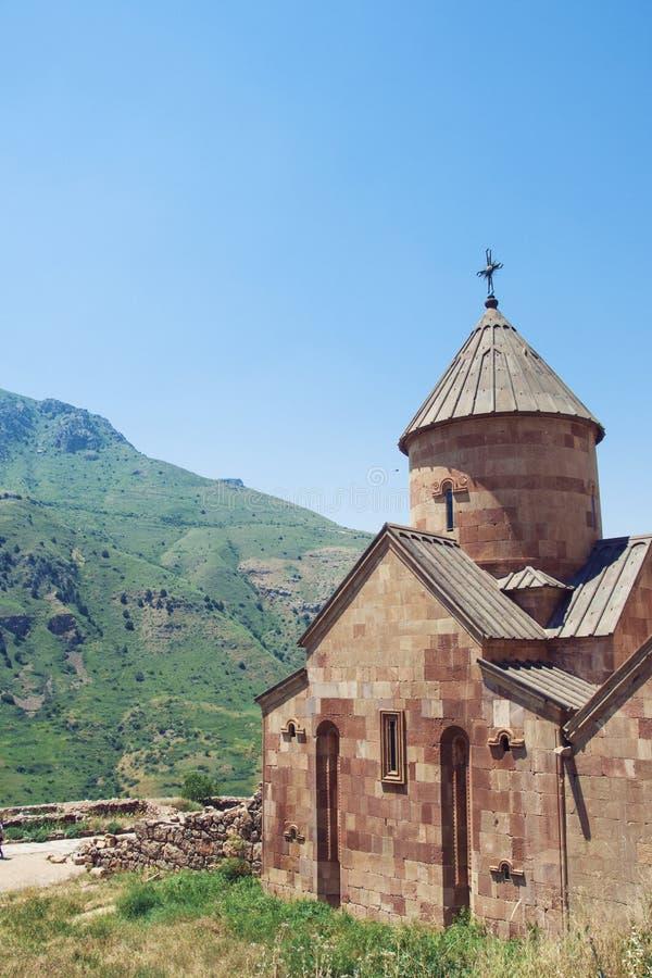 Monasterio antiguo Noravank construido de toba volcánica de piedra natural La ciudad de Yeghegnadzor, Armenia foto de archivo