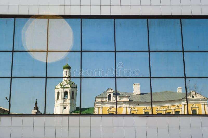 Monasterio baptista en la reflexión imágenes de archivo libres de regalías