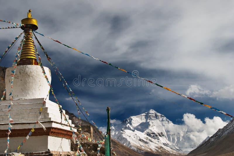 Monasterio budista y montaje Everest fotografía de archivo libre de regalías