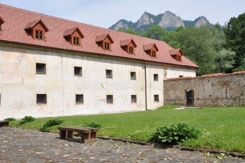 Monasterio de Cerveny Klastor en Eslovaquia fotografía de archivo