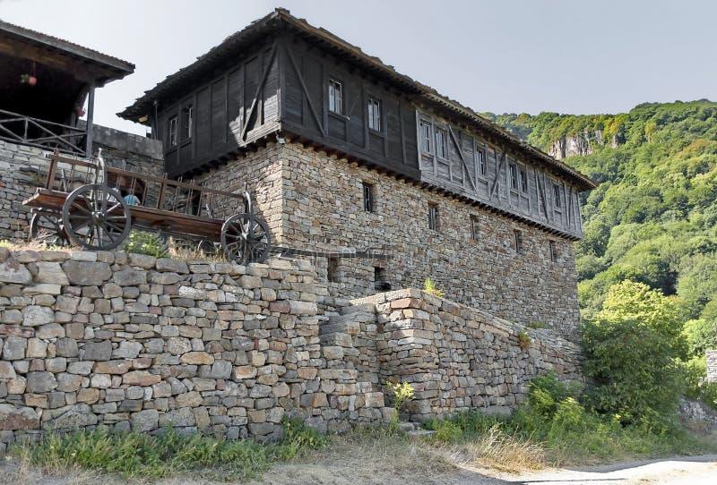 Monasterio de Glozhene cerca a la ciudad de Teteven fotografía de archivo
