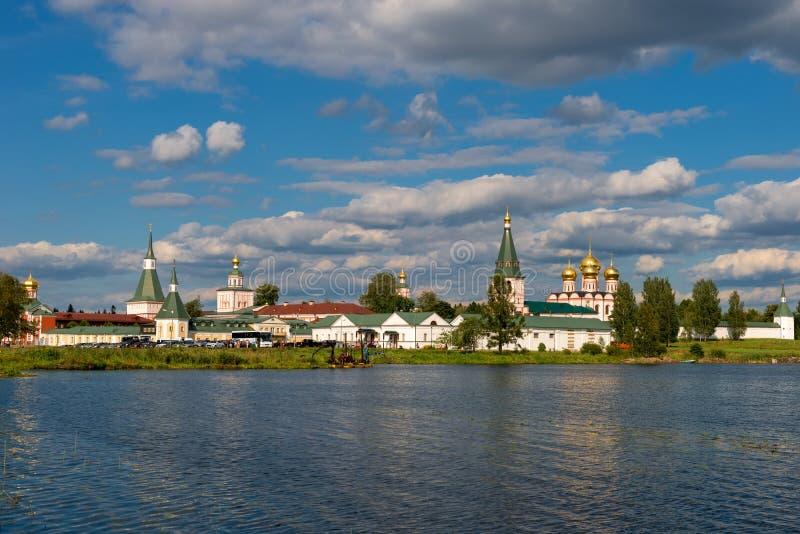 Monasterio de la Virgen de Valdai Iversky Svyatoozersky para los hombres foto de archivo