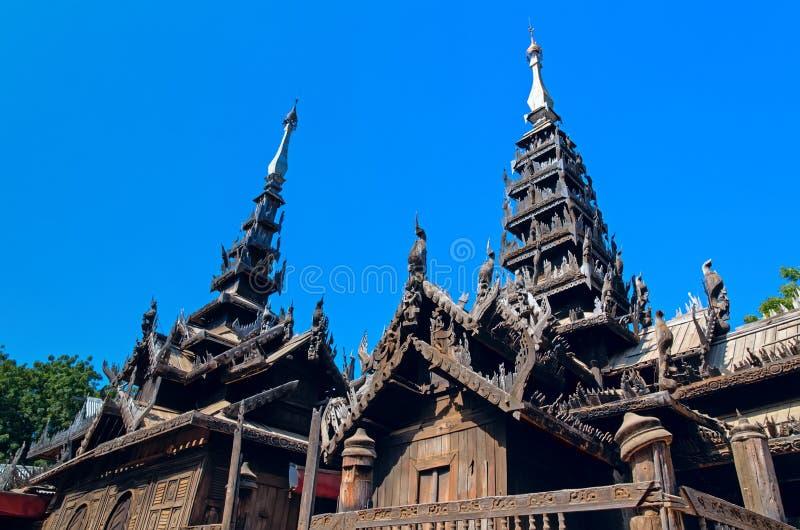 Monasterio de madera de Nat Taung Kyaung foto de archivo libre de regalías