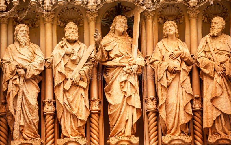Monasterio de Monestir de las estatuas del discípulo de Cristo de Montserrat España fotografía de archivo