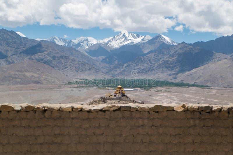 Download Monasterio De Oro Del Tejado En Leh Ladakh Imagen de archivo - Imagen de aventura, religioso: 64213139
